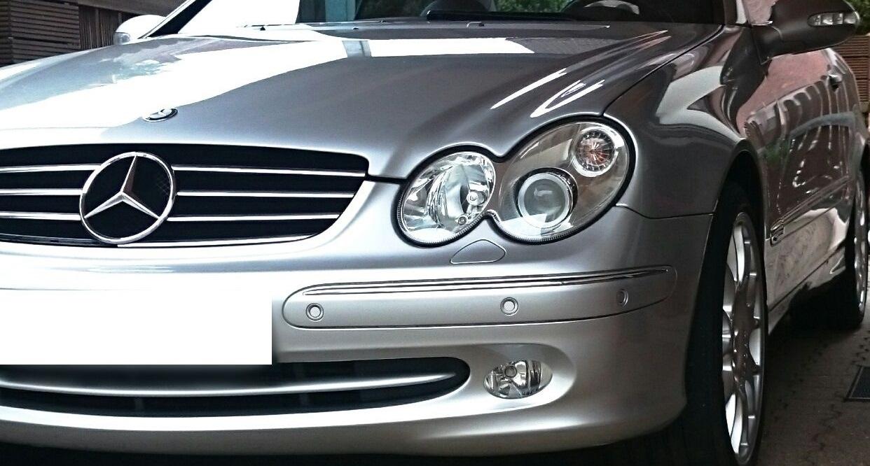 silbernes auto wurde nach anleitung poliert