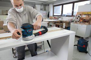 bosch profi exzenterschleifmaschine im einsatz