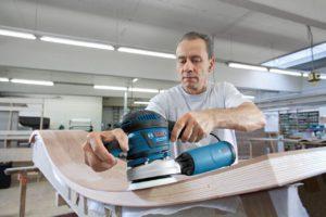 Bosch Professional GEX 125-150 AVE Exzenterschleifmaschine im Test untersucht